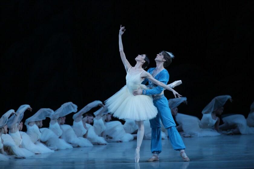 Viktoria Tereshkina and Vladimir Shklyarov in the Mariinsky Ballet's La Bayadere