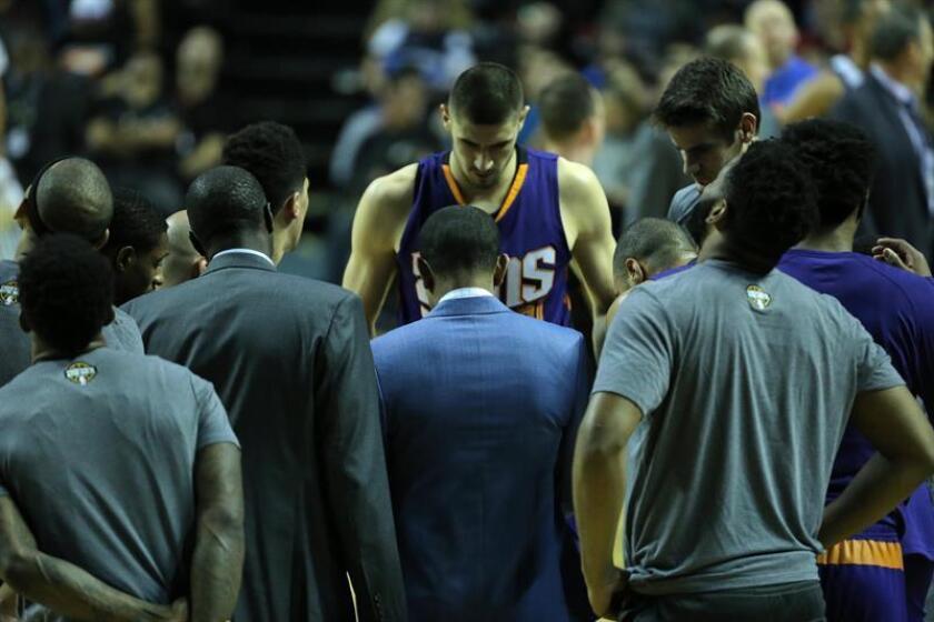 La Fiscalía de la capital mexicana abrió hoy investigación por el robo de una cámara de vídeo de un periodista del equipo de los Suns de Phoenix de la NBA ocurrida en la víspera de su partido del jueves ante los Mavericks Dallas en la Arena Ciudad de México. EFE