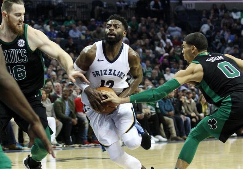 El jugador Tyreke Evans (c) de Memphis Grizzlies en acción durante un partido de la presente temporada de la NBA. EFE/Archivo