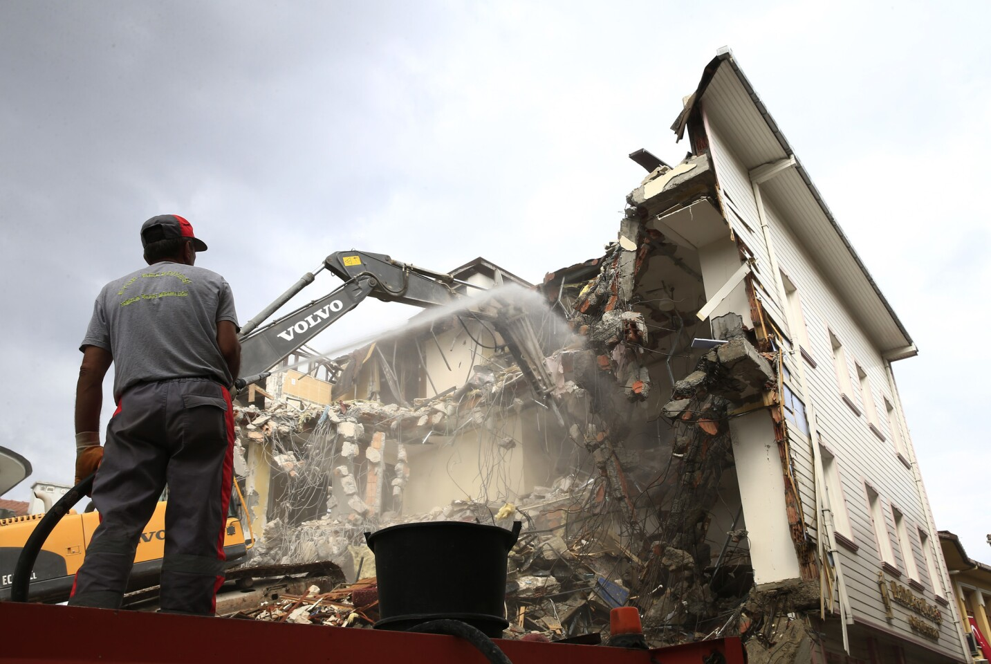 Workers in Istanbul demolish the Halit Pasa Residence hotel on July 20, 2016. According to the state-run Anadolu news agency, the hotel was allegedly the meeting point of the plotters who planned the failed July 15 coup.