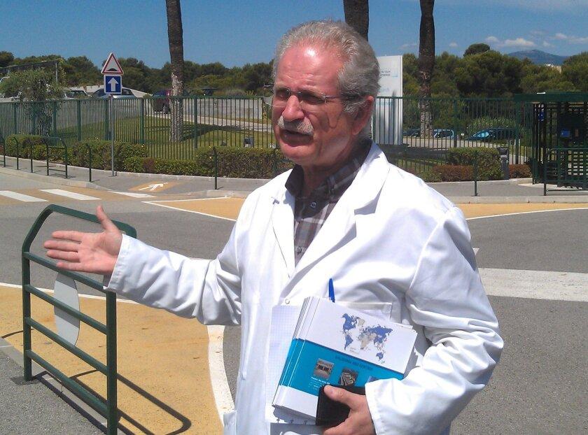 Bernard Schoot, Senior Scientist, welcoming the Biocom/French BioBeach delegation to Galderma.