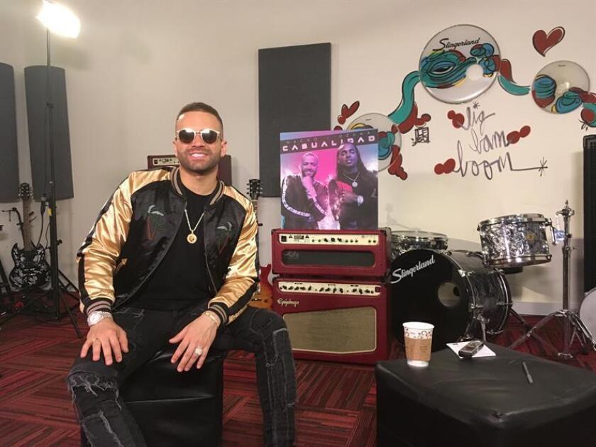 El cantante venezolano Nacho posa hoy, jueves 26 de julio de 2018, durante una entrevista con Efe en MiamI, Florida (EE.UU.). EFE
