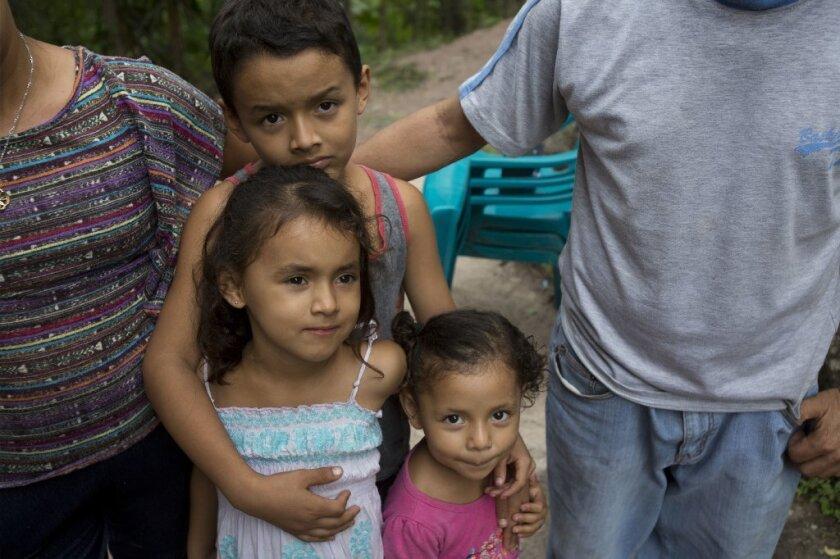 Ante festejos de la Guadalupana, la Arquidiócesis de San Diego tiende ayuda a integrantes de caravana