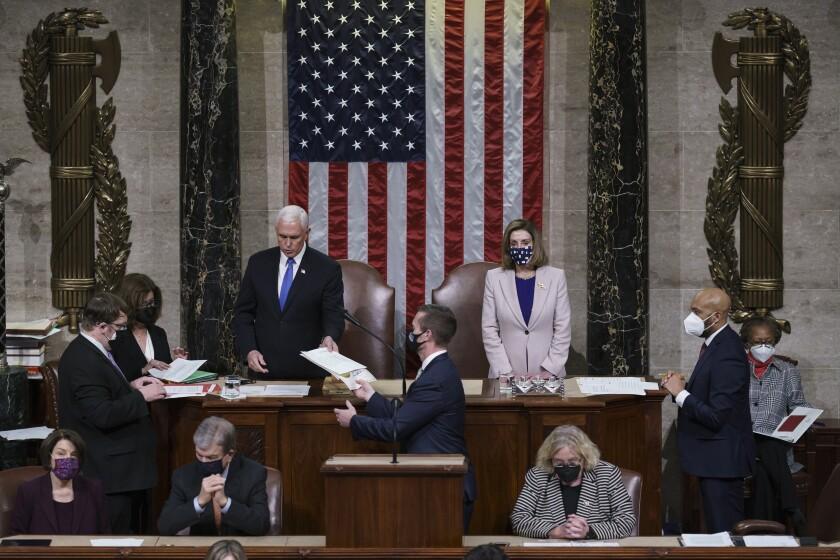 El vicepresidente Mike Pence y la presidenta de la cámara baja Nancy Pelosi
