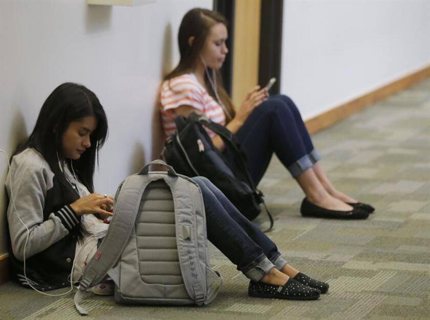 """Los estudios universitarios de los latinos en Estados Unidos han mejorado en 10 años, con una mayor cantidad de graduados que buscan mejorar sus posibilidades laborales, pero todavía existen carencias """"inaceptables"""", según un estudio divulgado hoy por The Education Trust. EFE/ARCHIVO"""