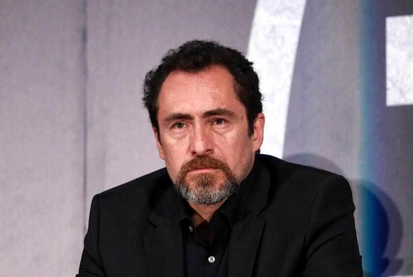"""Demian Bichir interpreta a un sacerdote en la cinta """"The Nun"""", que se estrena en septiembre."""