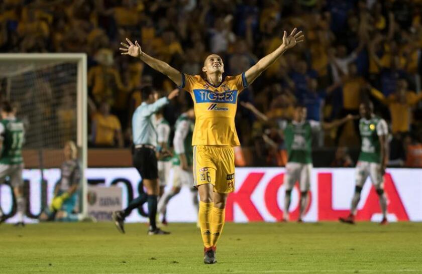 Jorge Torres de Tigres celebra un gol hoy, sábado 25 de noviembre de 2017, durante el partido de vuelta de cuartos de final del Torneo Apertura 2017, entre los equipos de Tigres y León, celebrado en el estadio Universitario de la ciudad de Monterrey (México). EFE