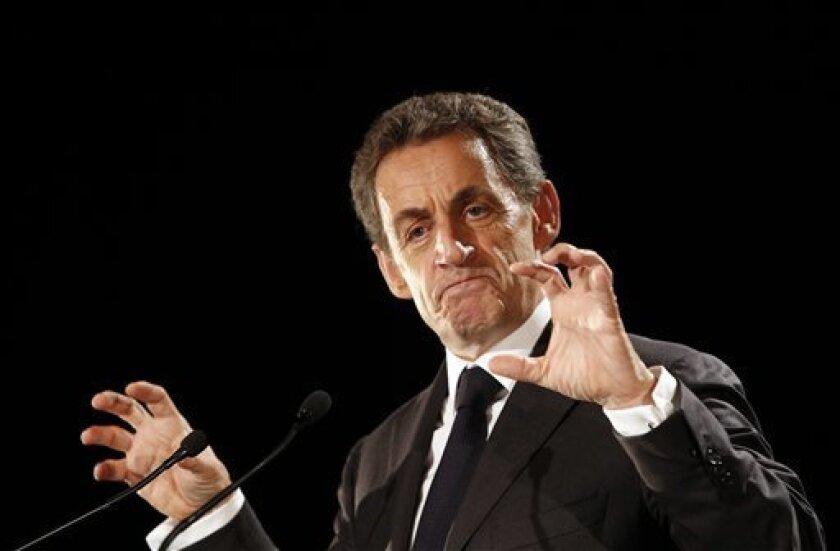 El expresidente francés Nicolas Sarkozy, candidato a las primarias del centroderecha para las elecciones presidenciales del año próximo, promete en su programa retrasar la edad de jubilación y alargar la semana laboral.