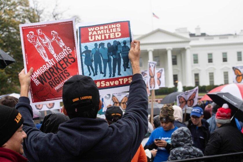 Exigen investigación sobre anulación de TPS; Alegan racismo