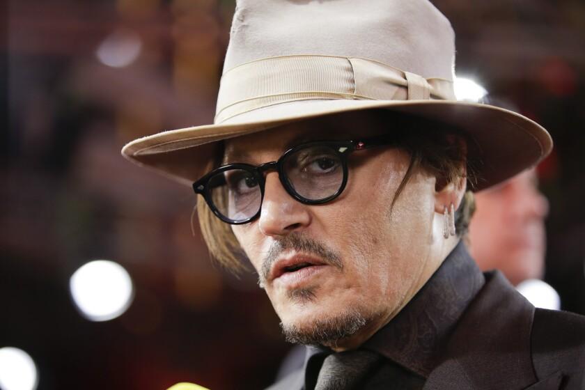 ARCHIVO – Johnny Depp llega a la función de la película Minamata en la 70ª en Alemania.