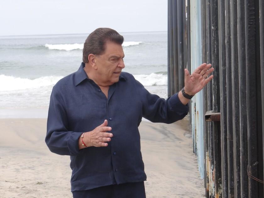 """El popular Don Francisco debuta a lo grande en Telemundo con el especial de una hora """"Rostros de la frontera"""", que se transmite este domingo."""