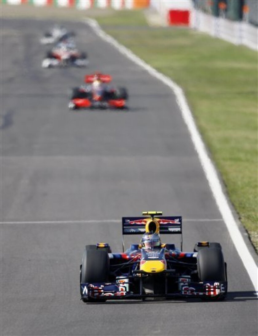 Germany's Red Bull Formula One driver Sebastian Vettel leads the field into turn one soon after the start of the Japanese Grand Prix at the Suzuka Circuit, in Suzuka, central Japan, Sunday, Oct. 4, 2009.(AP Photo/Mark Baker)