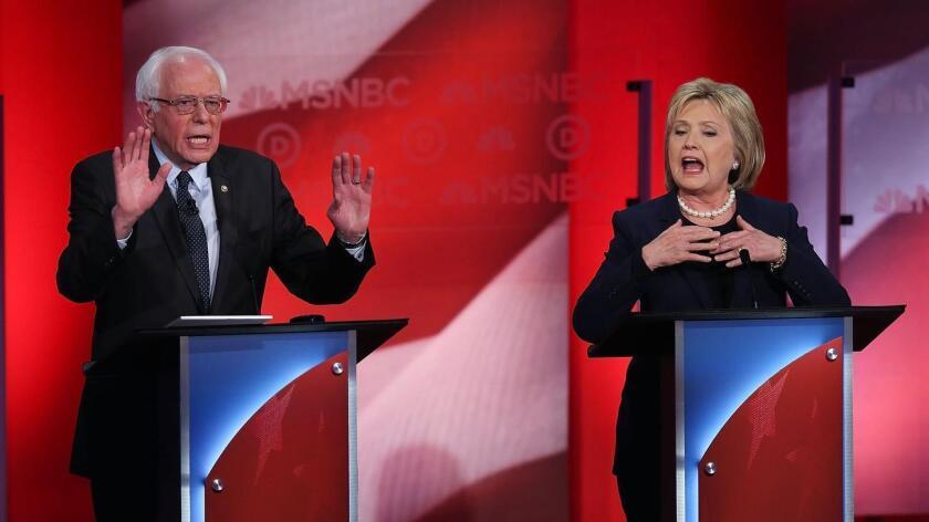 Foto de archivo de previos debates entre Hillary Clinton y Bernie Sanders.