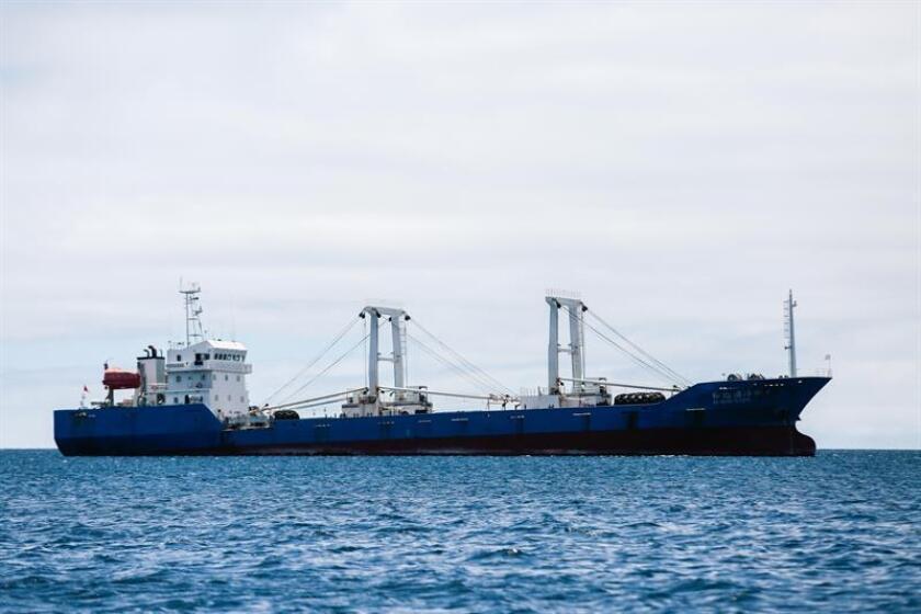 Al menos seis barcos de cargamento chinos desoyeron las sanciones de Naciones Unidas al colaborar de forma secreta con Corea del Norte y fueron descubiertos por la inteligencia estadounidense, según informó The Wall Street Journal. EFE/ARCHIVO