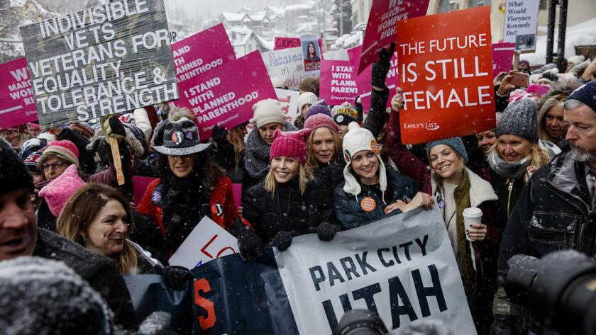 La actriz Chelsea Handler, en Main Street, Park City, Utah, el sábado 21 de enero en la Marcha de las Mujeres, durante el Festival de Cine de Sundance (Jay L. Clendenin / Los Angeles Times).