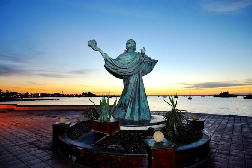 Fotografía que muestra al Cristo del Caracol en el Malecón de la Paz, en Baja California Sur (México). EFE