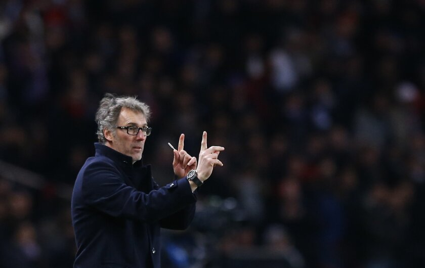 PSG head coach Laurent Blanc gestures to his players during the Champions League round of 16, first leg, soccer match between Paris Saint Germain and Chelsea at the Parc des Princes  stadium, in Paris, Tuesday, Feb. 16, 2016. (AP Photo/Francois Mori)