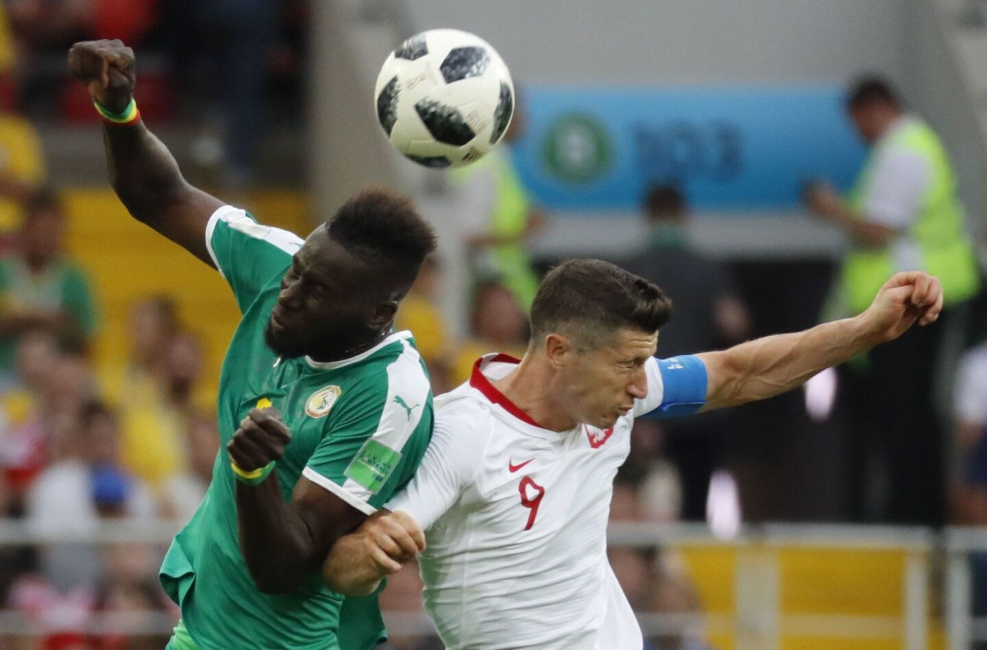 Moscow (Russian Federation), 19/06/2018.- Robert Lewandowski (R) of Poland and Salif Sane of Senegal in action during the FIFA World Cup 2018 group H preliminary round soccer match between Poland and Senegal in Moscow, Russia, 19 June 2018. (RESTRICTIONS APPLY: Editorial Use Only, not used in association with any commercial entity - Images must not be used in any form of alert service or push service of any kind including via mobile alert services, downloads to mobile devices or MMS messaging - Images must appear as still images and must not emulate match action video footage - No alteration is made to, and no text or image is superimposed over, any published image which: (a) intentionally obscures or removes a sponsor identification image; or (b) adds or overlays the commercial identification of any third party which is not officially associated with the FIFA World Cup) (Mundial de Fútbol, Polonia, Moscú, Rusia) EFE/EPA/FELIPE TRUEBA EDITORIAL USE ONLY ** Usable by HOY and SD Only **