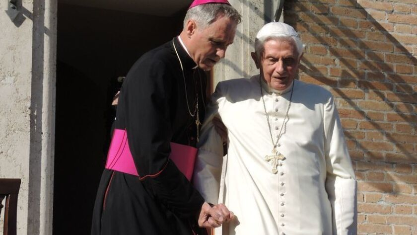 El Papa emérito, junto a Ganswein