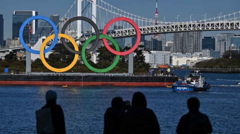 Los aros olímpicos en la ciudad de Tokio, Japón. Foto AFP