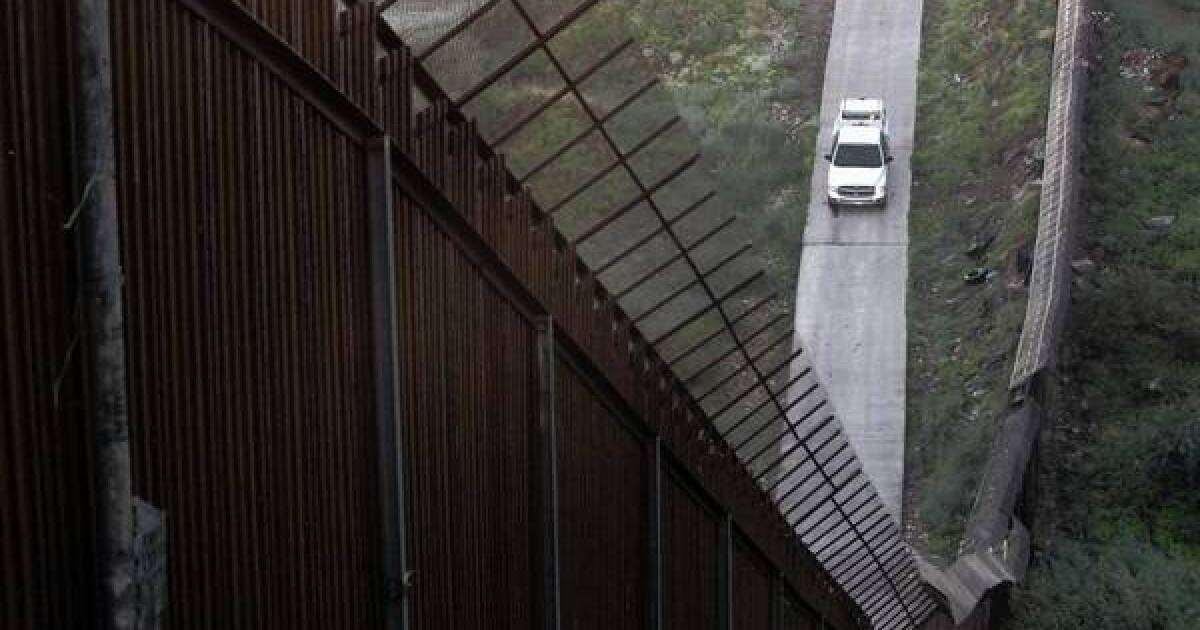 Residents in Arizona town feel 'invaded by Border Patrol' - Los