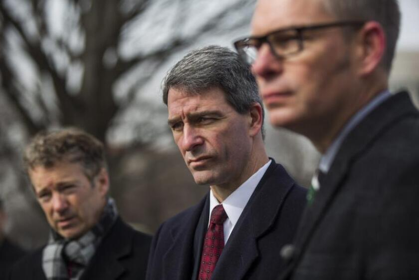 Former Virginia Attorney General Ken Cuccinelli (C), along with US Republican Senator from Kentucky Rand Paul (L), and president and CEO of FreedomWorks Matt Kibbe (R). EPA/Jim Lo Scalzo/File