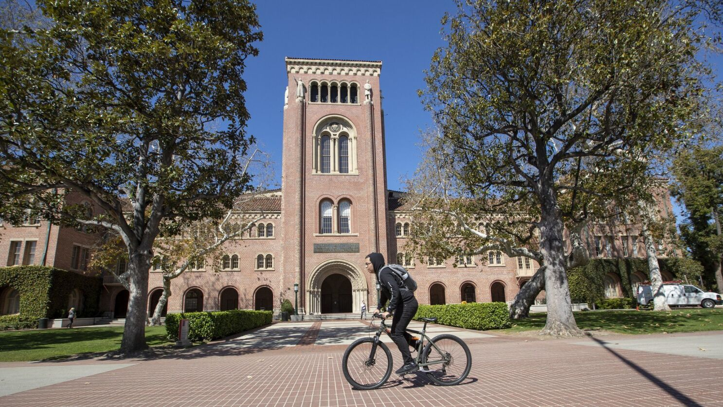 There's a loneliness crisis on college campuses - Los Angeles Times
