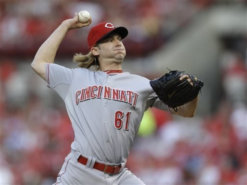 Cincinnati Reds starting pitcher Bronson Arroyo throws to a St. Louis Cardinals batter during the first inning of a baseball game Tuesday, April 30, 2013, in St. Louis. (AP Photo/Jeff Roberson)