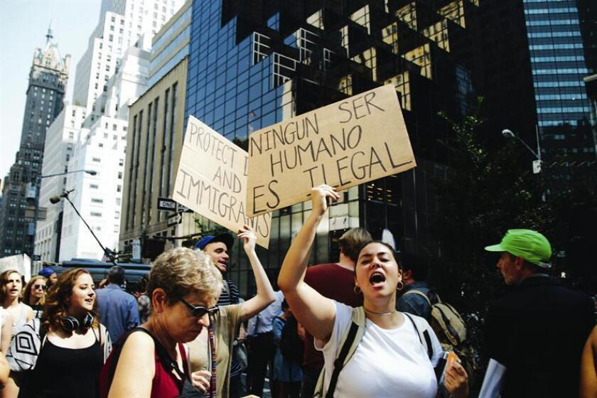 CNN en Español emitió hoy un documental con testimonios de inmigrantes que explican las consecuencias de vivir de manera ilegal en Estados Unidos, y que ha sido dirigido por Miguel Ángel Antoñanzas y Ana María Luengo. EFE/ARCHIVO