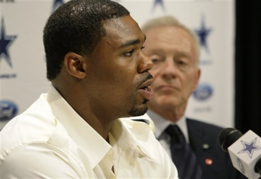 Dallas Cowboys first round draft pick Tyron Smith, left, responds to a question as Cowboys owner Jerry Jones, right, looks on during an NFL football news conference at the team's training facility Friday, April 29, 2011, in Irving, Texas. Smith was presented a No. 77 jersey by the Cowboys, a day after the 20-year-old offensive tackle from Southern Cal was the ninth overall pick in the draft. (AP Photo/Tony Gutierrez)