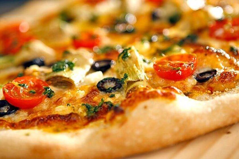 Café del Rey's Mediterranean pizza