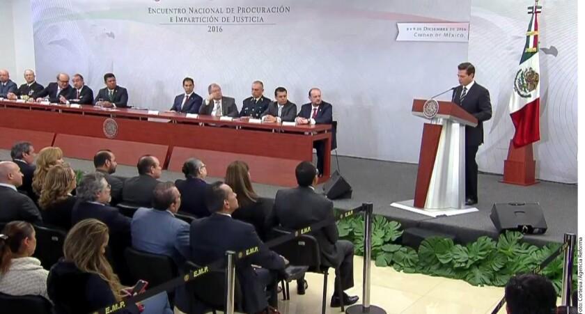 El Presidente Enrique Peña Nieto agradeció la labor del Ejército en la lucha contra el crimen, luego de que el miércoles el Secretario de la Defensa, Salvador Cienfuegos, advirtiera sobre el desgaste que las Fuerzas Armadas han tendido en esa tarea.