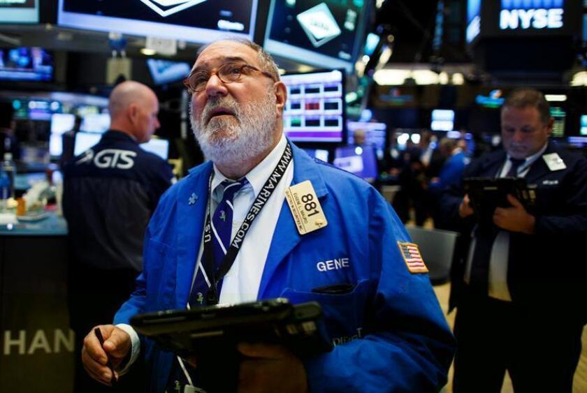 Wall Street cerró hoy en terreno mixto y el Dow Jones de Industriales, su principal indicador, subió un 0,20 % y conquistó un nuevo récord histórico, mientras que sus otras dos referencias terminaron en números rojos. EFE/ARCHIVO