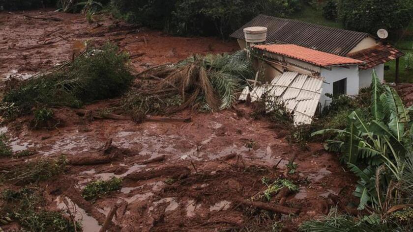 Una toma aérea muestra una inundación provocada por el colapso de una presa de relaves con mineral de hierro cerca de Brumandinho, Brasil.