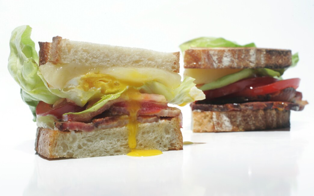 'Spanglish' BLT with fried egg and melted cheese