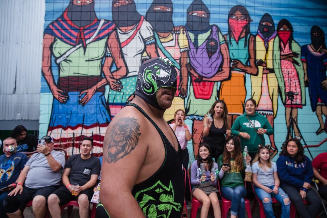 Black Mamba durante el evento de Lucha Libre de Baja Stars USA en el Mujeres Brew House