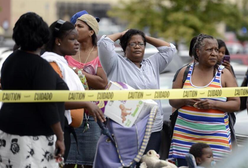 Un hombre joven se suicidó hoy después de darse a la fuga tras tirotear este miércoles a dos policías en Georgia, uno de los cuales murió en el acto y el otro después en un hospital, cuando atendían una llamada por violencia doméstica. EFE/ARCHIVO