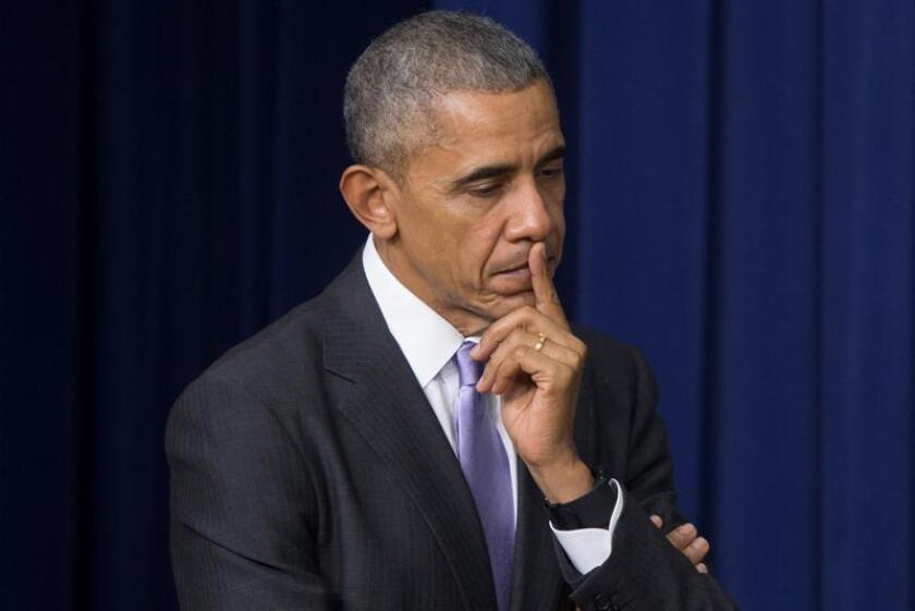 El presidente de Estados Unidos, Barack Obama, escucha al vicepresidente estadounidense Joe Biden. EFE