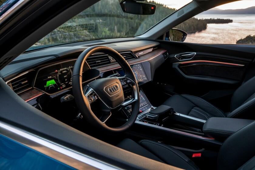 Audi-e-tron-DriverArea.jpg