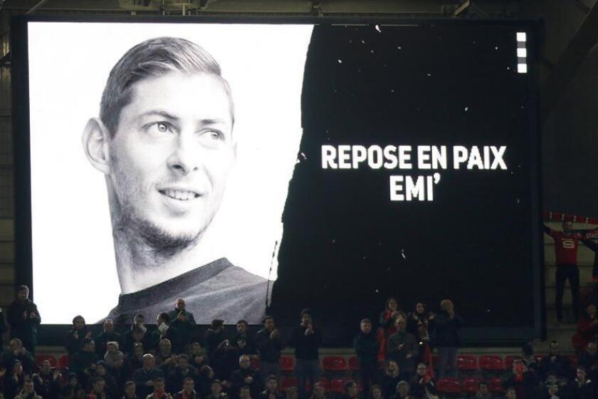 Homenaje al jugador argentino Emiliano Sala, fallecido el pasado 21 de enero en un accidente de avión mientras viajaba de Nantes a Cardiff, antes de un partido. EFE/Archivo
