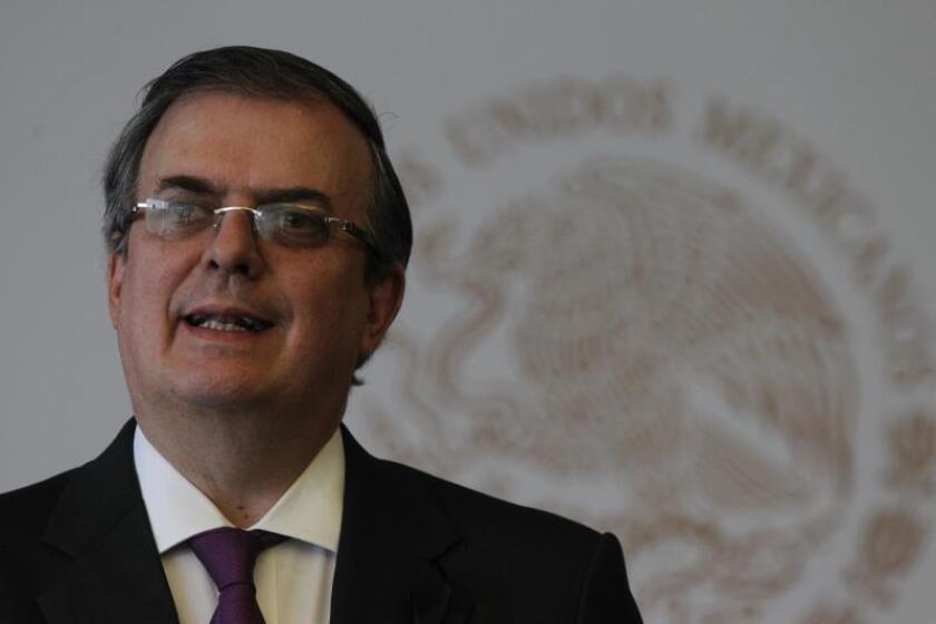 El secretario de Relaciones Exteriores de México, Marcelo Ebrard, habla este domingo durante una rueda prensa en Ciudad de México (México). EFE/Mario Guzmán
