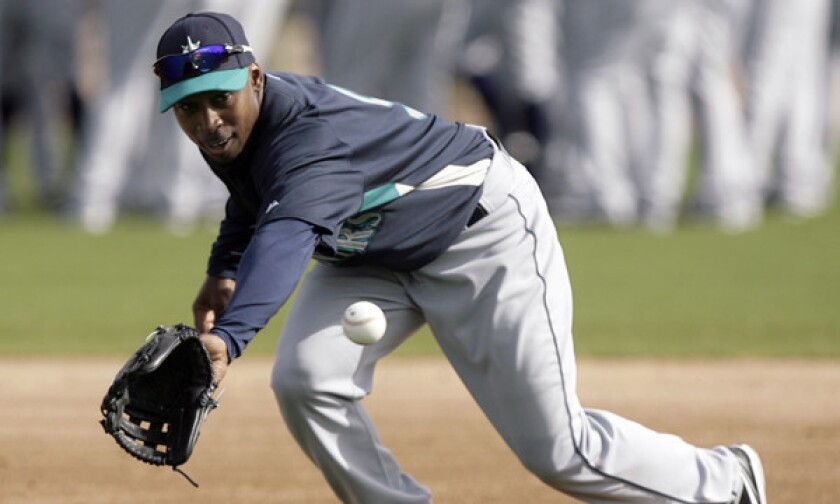 Former Seattle Mariners and Angels second baseman Chone Figgins has agreed to a minor-league contract with the Dodgers.
