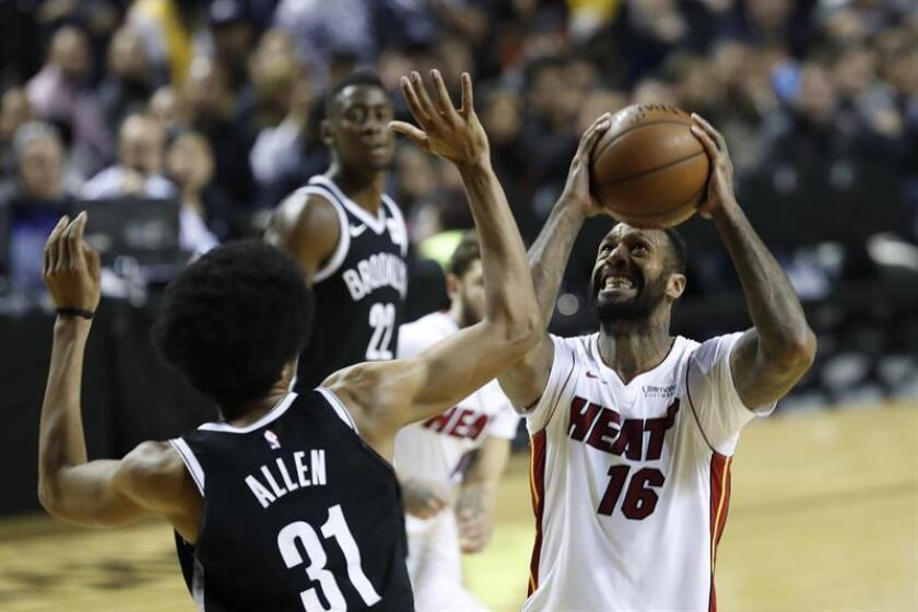 Foto de archivo de James Johnson (d), de los Heat de Miami. EFE/Archivo