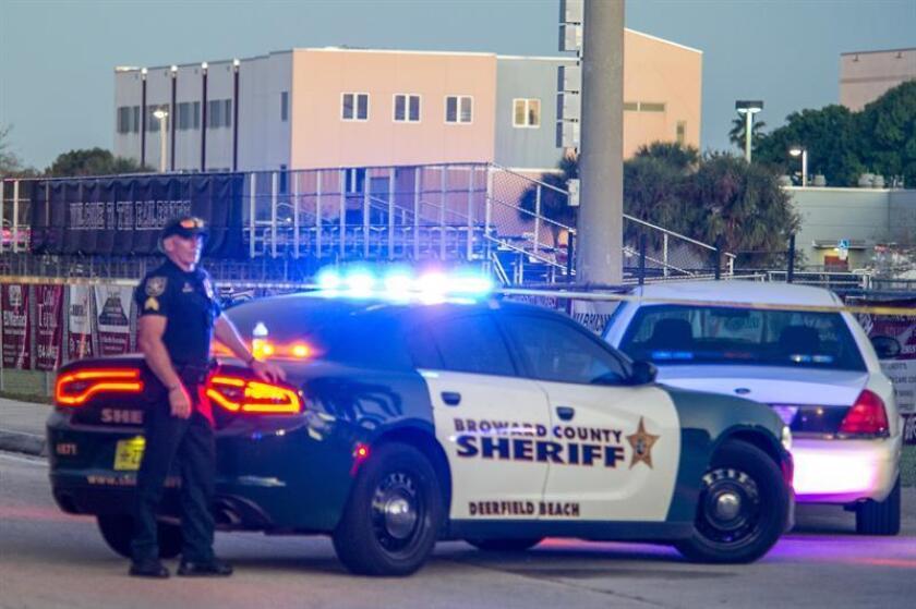 """Un grupo de padres de víctimas mortales de la secundaria Marjory Stoneman Douglas, en el sur de Florida, donde murieron 17 personas en un tiroteo el pasado febrero, criticaron hoy la """"inacción"""" de la Junta Escolar del Condado Broward. EFE/ARCHIVO"""