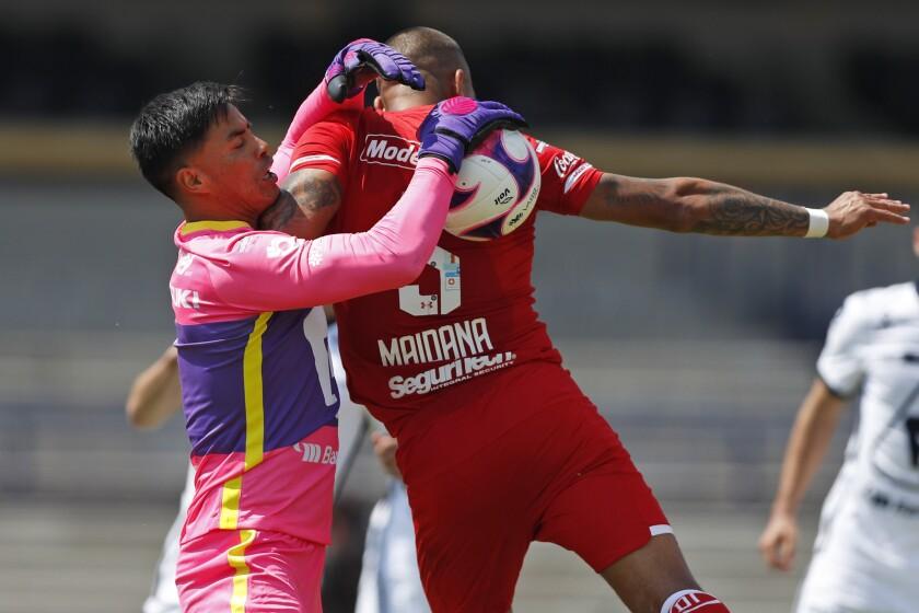 Pumas' goalkeeper Alfredo Talavera,