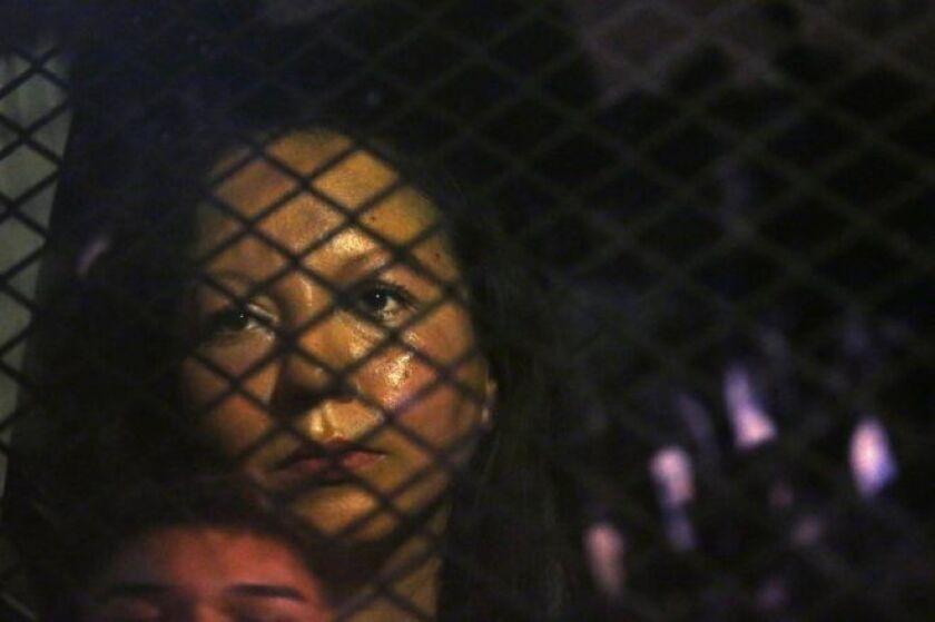 En 2008, durante una redada en el parque acuático en Arizona donde trabajaba, la mujer fue arrestada cuando se le descubrió con un número falso de seguridad social.