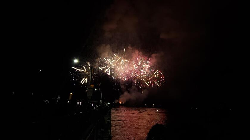 fireworks-bursting-inset-photo-20190712