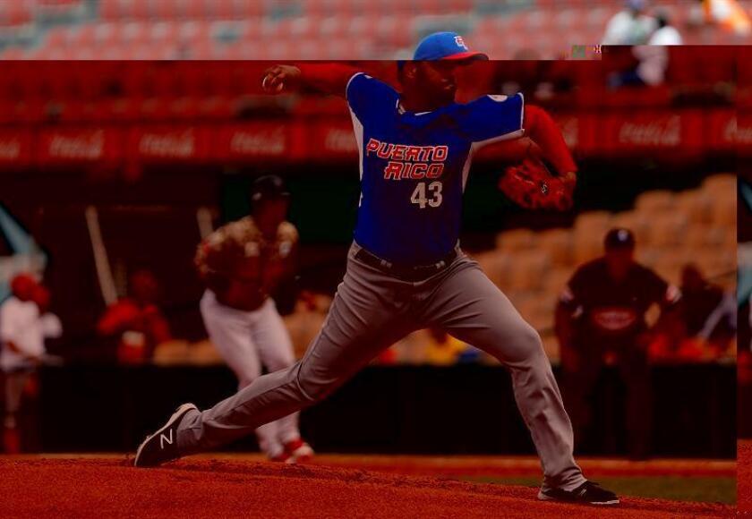 Los bicampeones de la Liga de Béisbol Roberto Clemente de Puerto Rico, Cangrejeros de Santurce, se situaron a una victoria de jugar su tercera final del torneo invernal local al derrotar el domingo 2-0 a los Gigantes de Carolina en la serie semifinal del campeonato. EFE/ARCHIVO