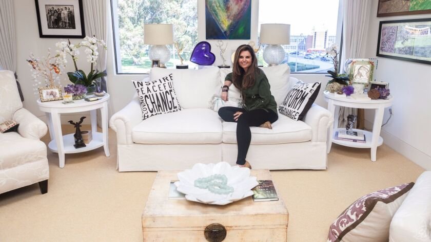 **** ONE-TIME USE ONLY / NO SALES / NO WIRE ***** Maria Shriver in her office.