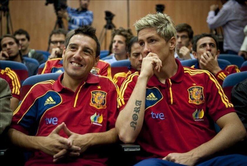 Los jugadores de la selección española de fútbol Santi Cazorla (iz), y Fernando Torres (d). EFE/Archivo